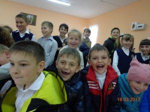 Дети смеются