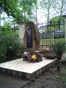 Памятник погибшим односельчанам в годы ВОВ в Вишневке-1