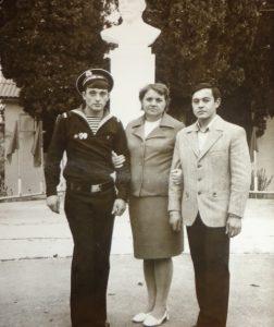 Таукчи Мария Афанасьевна со своими учениками