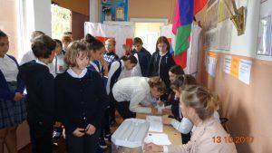Голосуют ученики 7-б класса