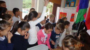 Впервые голосуют ученики 5 класса